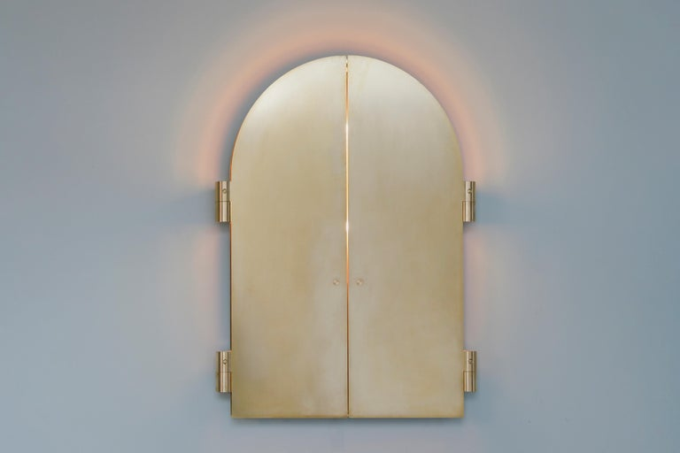 Brass Triptychs Enlighted mirror - Jesse Visser Dimensions: 100 x 140 x 5 cm Brass, polished stainless steel, dimmable LED light  The Triptych Circle is a circular triptych made out of polished brass. The doors consist of 3 mm brass and can be