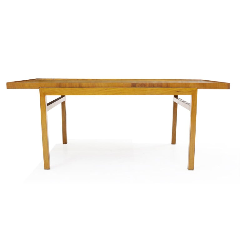 Brazilian 1950's  Midcentury Coffee Table in Caviúna Wood by Peter Kraft In Good Condition For Sale In Sao Paulo, SP