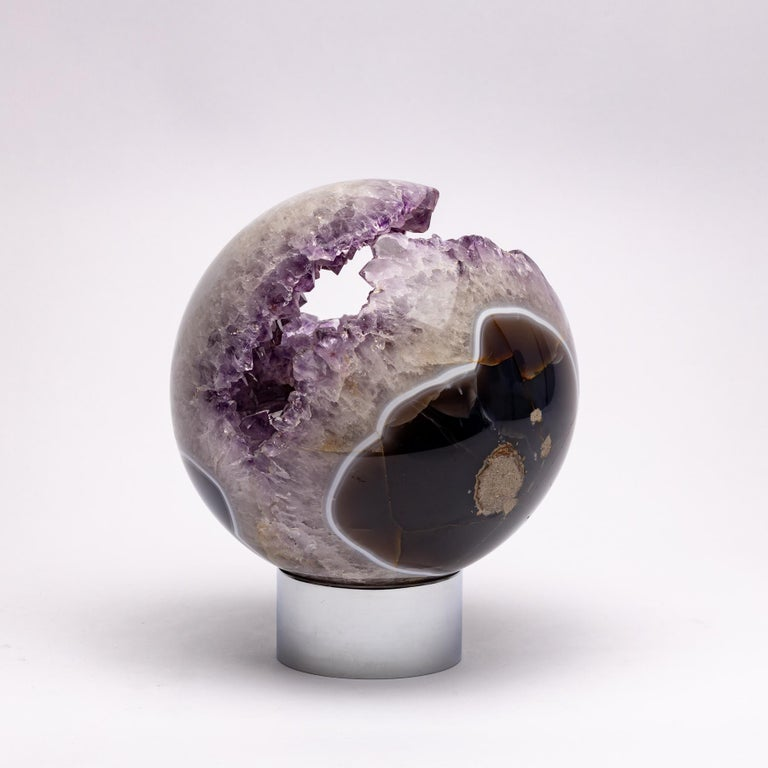 Brazilian Amethyst Quartz Crystal Sphere Mounted on a Nicke-Plated Metal Ring In New Condition For Sale In Polanco, CDMX