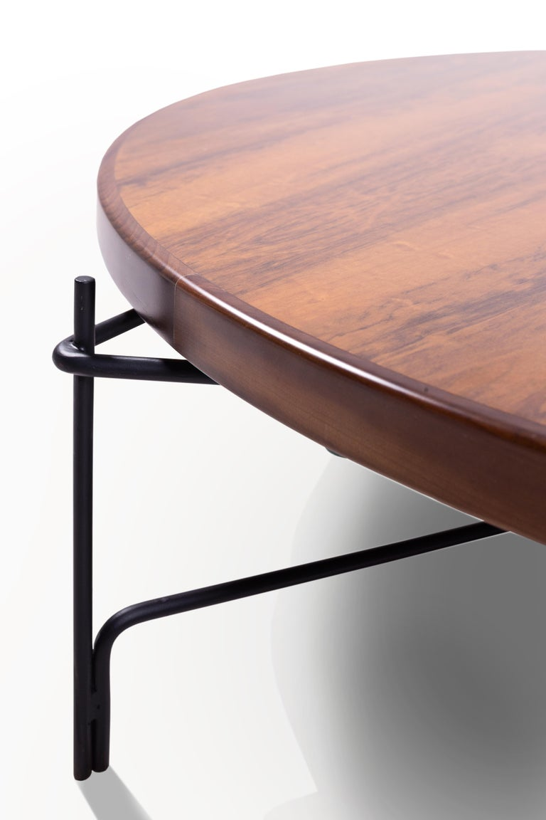 This minimalist Brazilian coffee table in steel and wood is designed within na architectonic and geometric reasoning.  three columns are