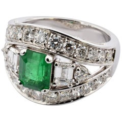 Brazilian Emerald and Diamonds White Gold Ring Made in Italy