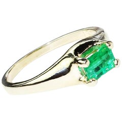 Gemjunky Brazilian Emerald Cut Emerald in Yellow Gold Ring May Birthstone