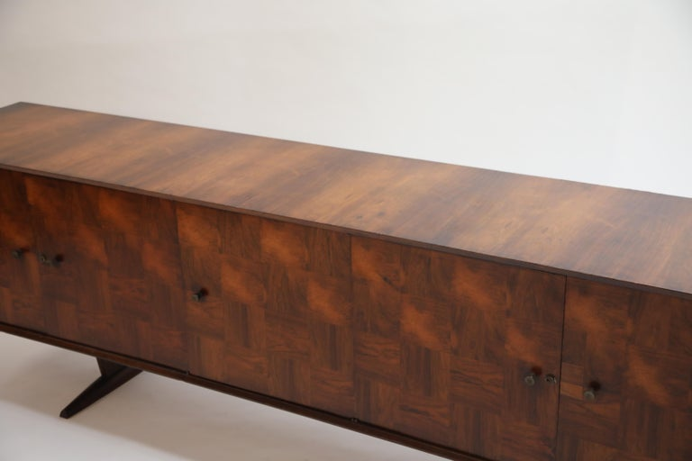 Brazilian Jacaranda Rosewood Parquetry Sideboard by Giuseppe Scapinelli, 1960s For Sale 6