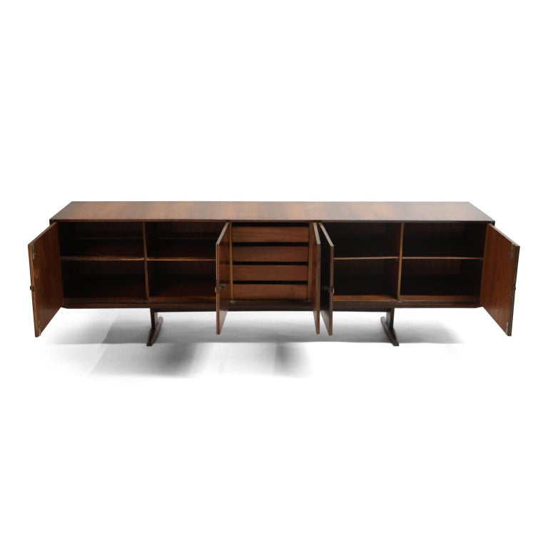 Mid-20th Century Brazilian Jacaranda Rosewood Parquetry Sideboard by Giuseppe Scapinelli, 1960s For Sale