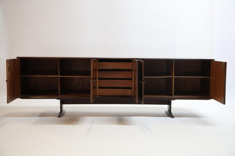 Brazilian Jacaranda Rosewood Parquetry Sideboard by Giuseppe Scapinelli, 1960s For Sale 1