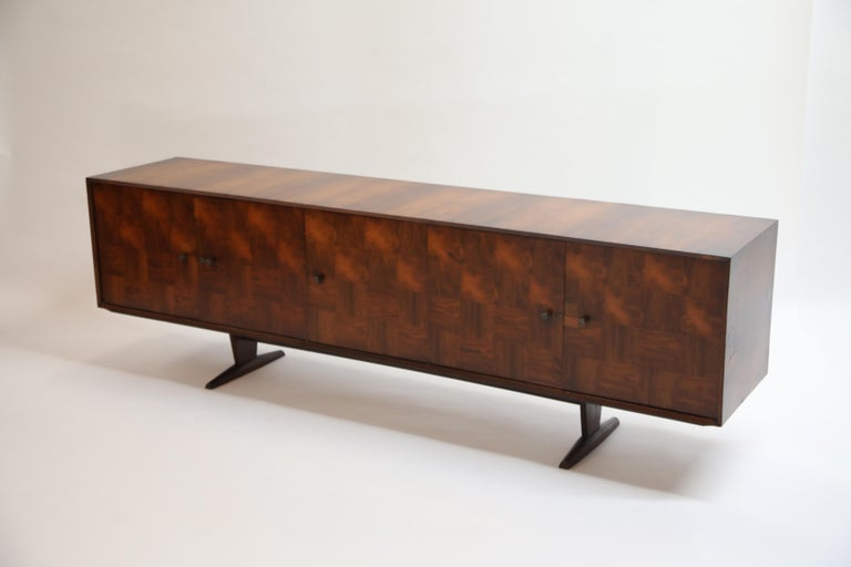 Brazilian Jacaranda Rosewood Parquetry Sideboard by Giuseppe Scapinelli, 1960s For Sale 2