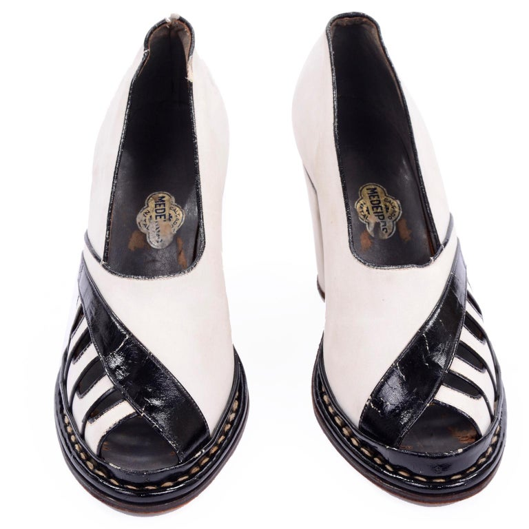 This is a very rare pair of 1940's platform piano key shoes with 3