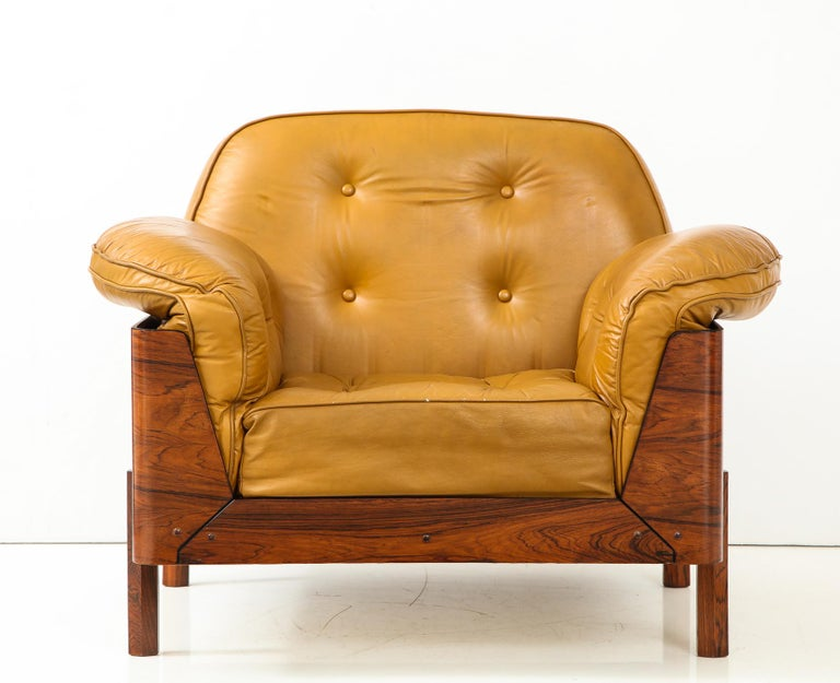 Mid-Century Modern  Lounge Chair in Jacaranda and Yellow Leather by J.D. Moveis e Decoracoes For Sale