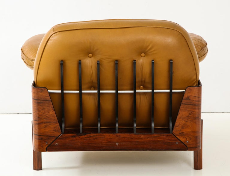 Lounge Chair in Jacaranda and Yellow Leather by J.D. Moveis e Decoracoes In Good Condition For Sale In New York, NY