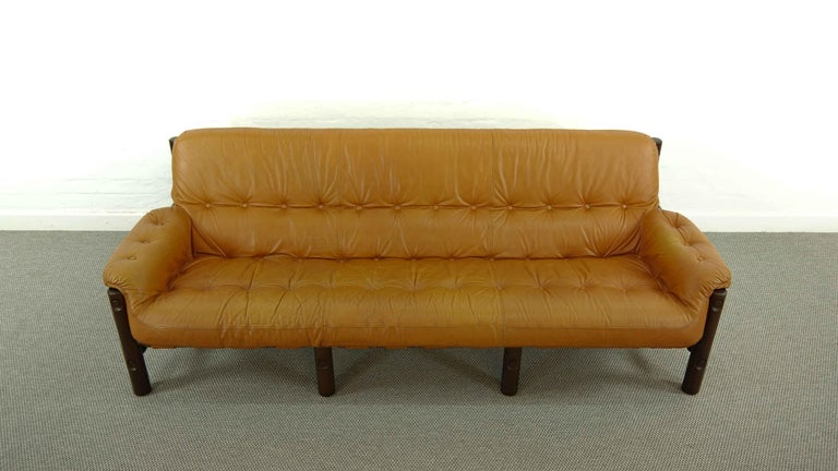 Brazilian Lounge Sofa in Cognac Leather, 1970s In Good Condition For Sale In Halle, DE