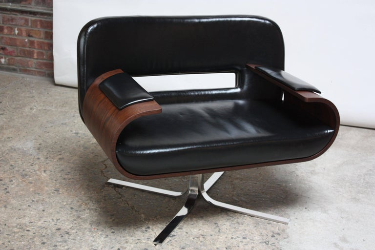 Rare Jorge Zalszupin Brazilian modern armchair composed of bent jacaranda arms and back with black leather seat, back and hand rests. Supported by a stainless steel swivel base. Features a wide seat for added comfort. A true statement piece with a
