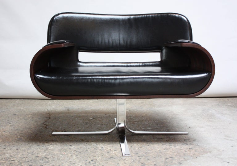 Brazilian Modern Jacaranda and Leather Swiveling Lounge Chair by Jorge Zalszupin In Excellent Condition For Sale In Brooklyn, NY