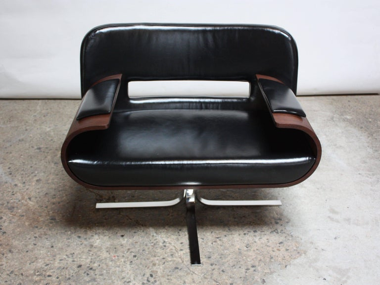 Stainless Steel Brazilian Modern Jacaranda and Leather Swiveling Lounge Chair by Jorge Zalszupin For Sale