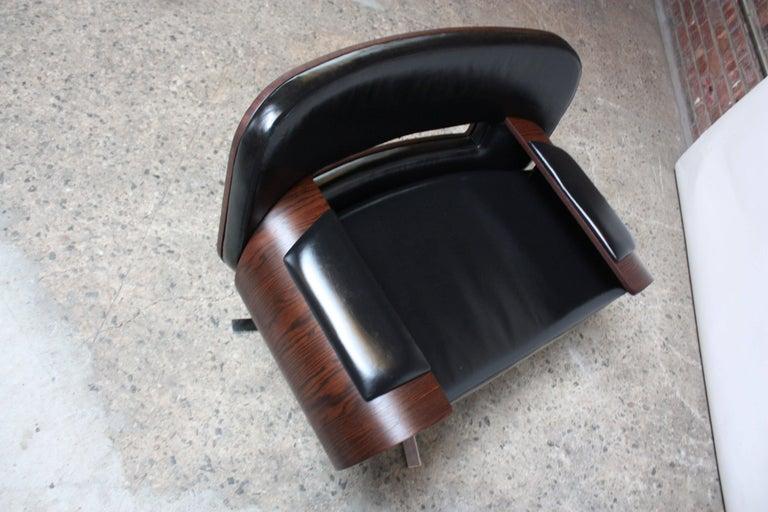 Brazilian Modern Jacaranda and Leather Swiveling Lounge Chair by Jorge Zalszupin For Sale 2
