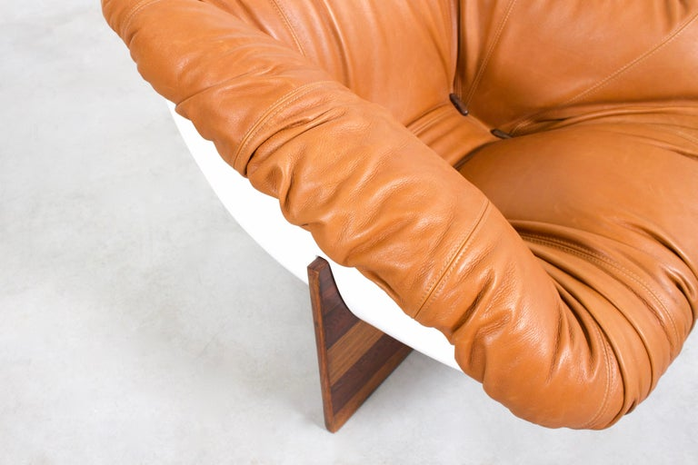 Brazilian Percival Lafer MP-61 Chair in Rosewood and Fiberglass, 1970s  For Sale 2