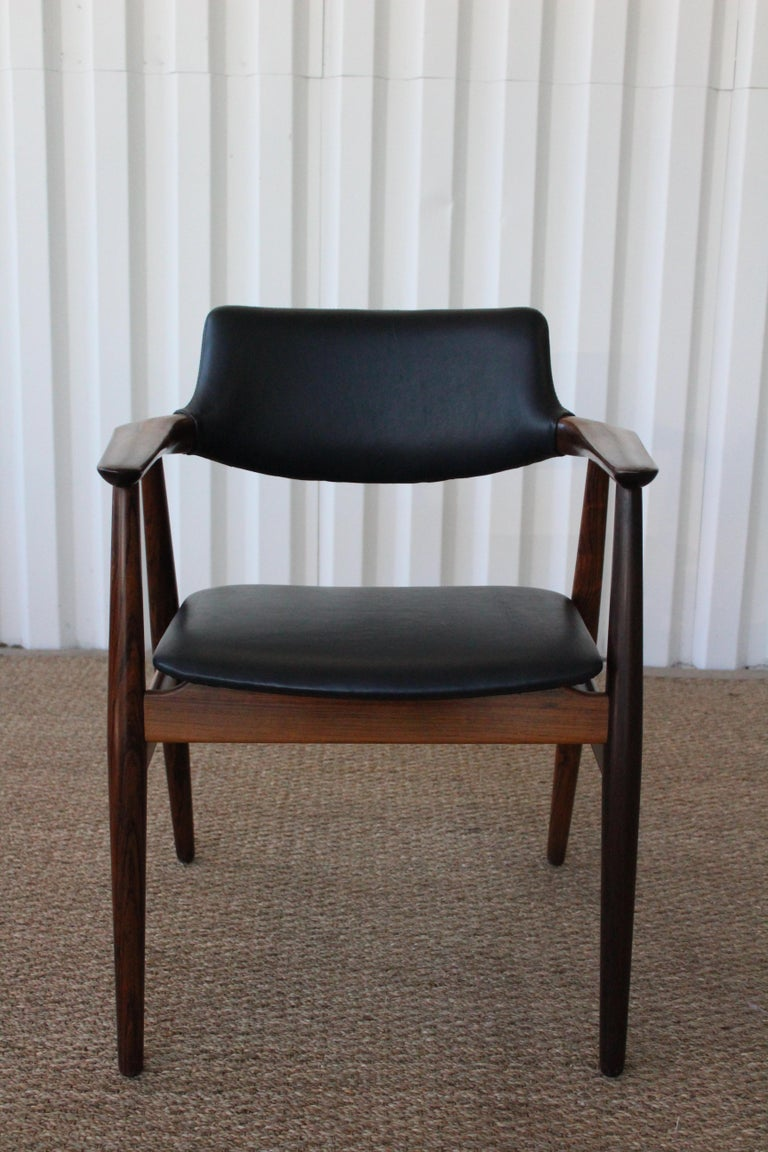 Danish modern armchair designed by Svend Åge Eriksen for Glostrup, 1960. Newly refinished and new leather upholstery.