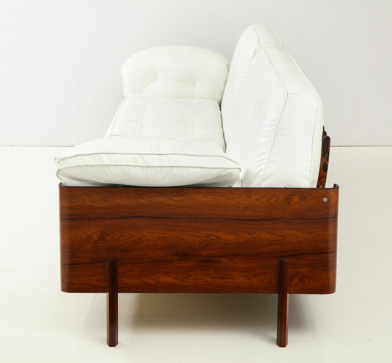 Mid-20th Century Brazilian Sofa in Jacaranda and White Leather For Sale