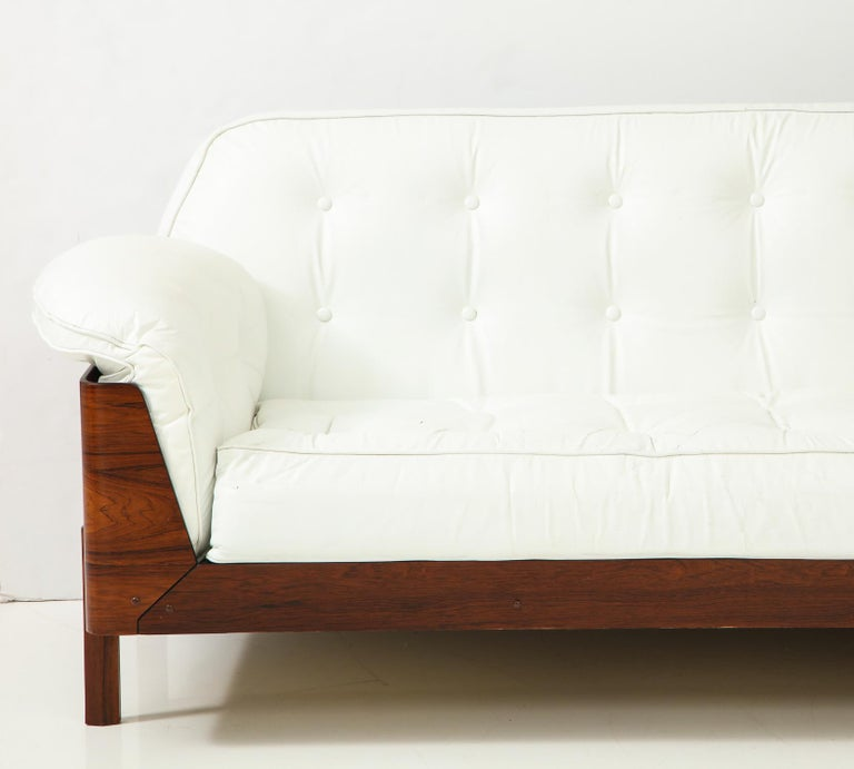 Brazilian Sofa in Jacaranda and White Leather For Sale 2