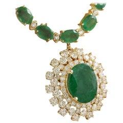 Breathtaking Diamond 18 Karat Yellow Gold Green Emerald Pendant Necklace for Her