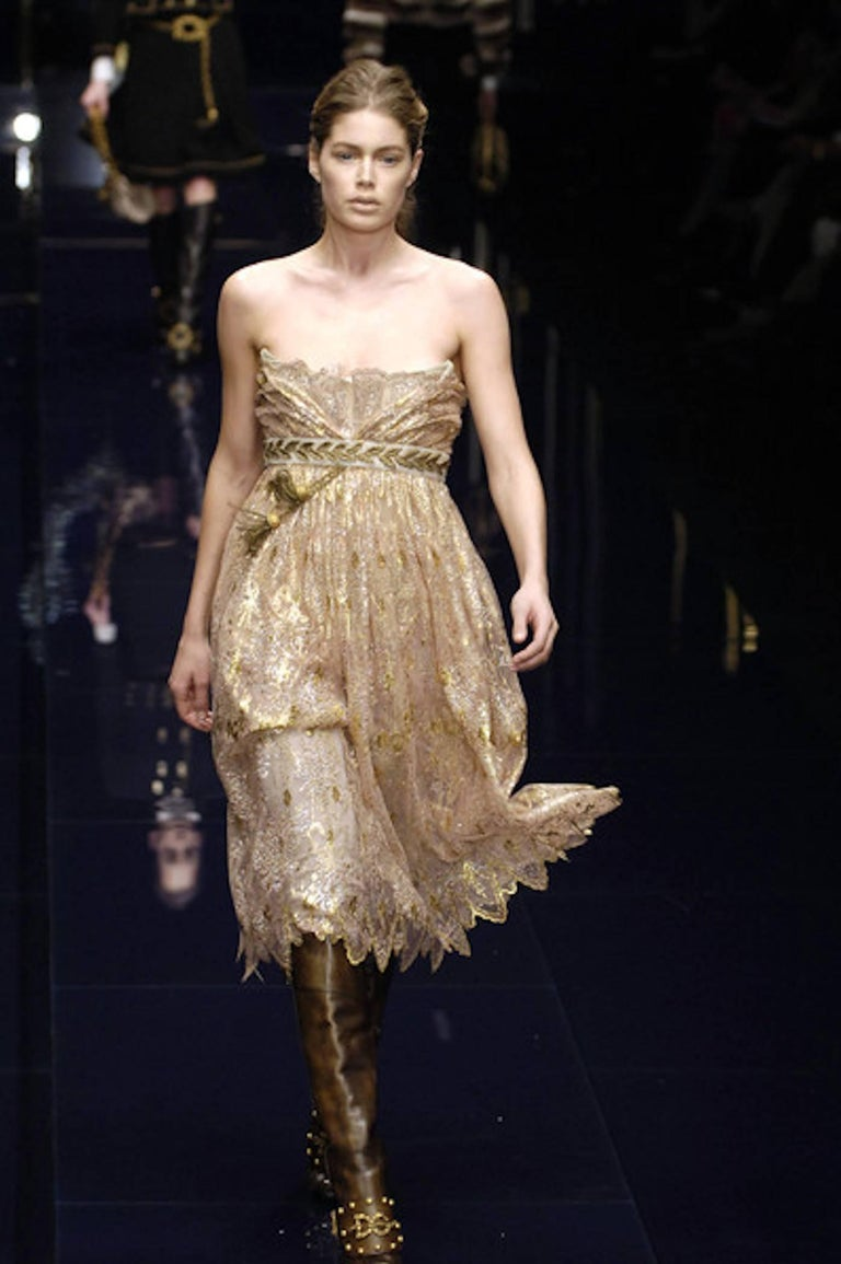 Breathtaking Dolce & Gabbana Golden Lace Tassel Empire Evening Dress Gown For Sale 3
