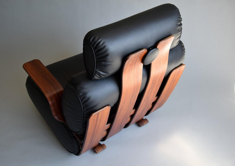 Breathtaking Mid-Century Modern Leather and Plywood Rocking Chair In Good Condition For Sale In Weesp, NL