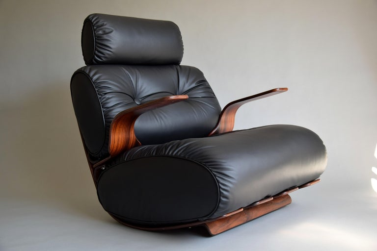 Breathtaking Mid-Century Modern Leather and Plywood Rocking Chair For Sale 3