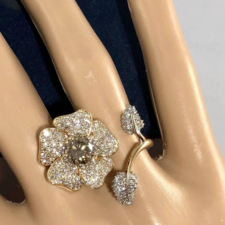 Brent Kehrle Custom 14 kt 2 tone 1.20 carat fancy Round Diamond Cocktail Ring In New Condition For Sale In Mansfield, OH