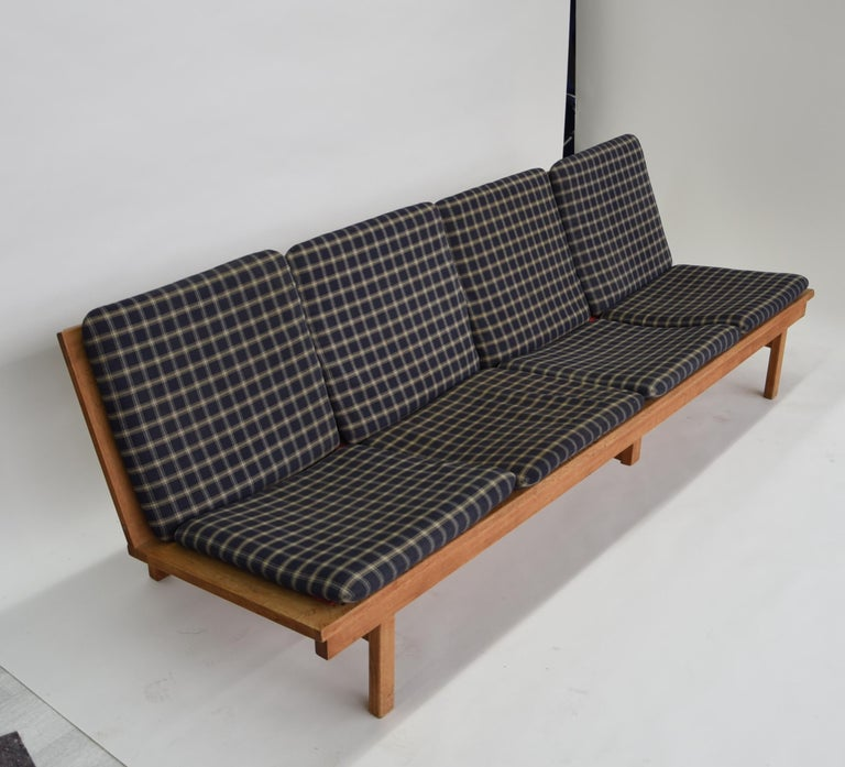 Børge Mogensen. Four-seat. Sofa of solid oak, cushions upholstered with wool. Manufactured by Fredericia Stolefabrik, model 2219. Measures: Length 220 cm, seat height 40 cm. Loss of wear, including in the form of worn / tender did, front middle leg