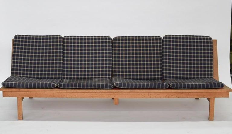 Børge Mogensen 4-Persons, Sofa, Modell BM 2219, Couchbank BM2219, Midcentury For Sale 1