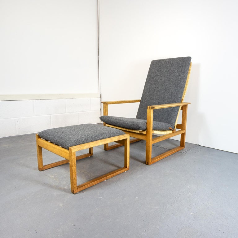 Børge Mogensen BM-2254 Reclining Armchair and Footstool, Denmark, 1950s For Sale 6