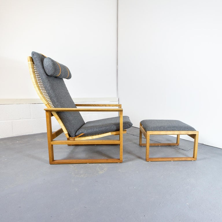 Mid-Century Modern Børge Mogensen BM-2254 Reclining Armchair and Footstool, Denmark, 1950s For Sale
