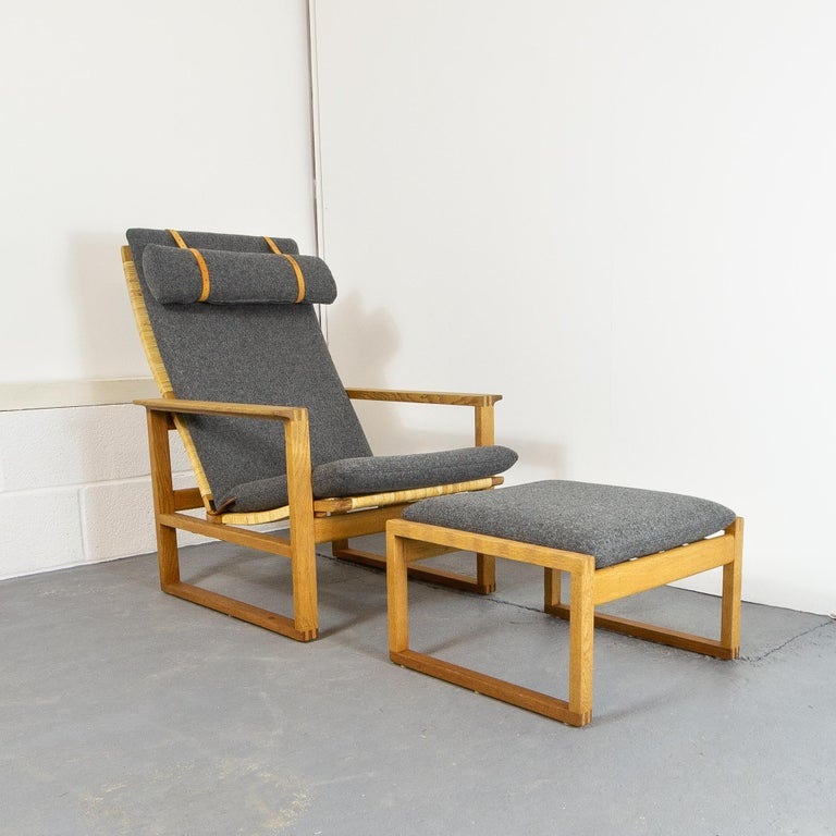 Mid-20th Century Børge Mogensen BM-2254 Reclining Armchair and Footstool, Denmark, 1950s For Sale
