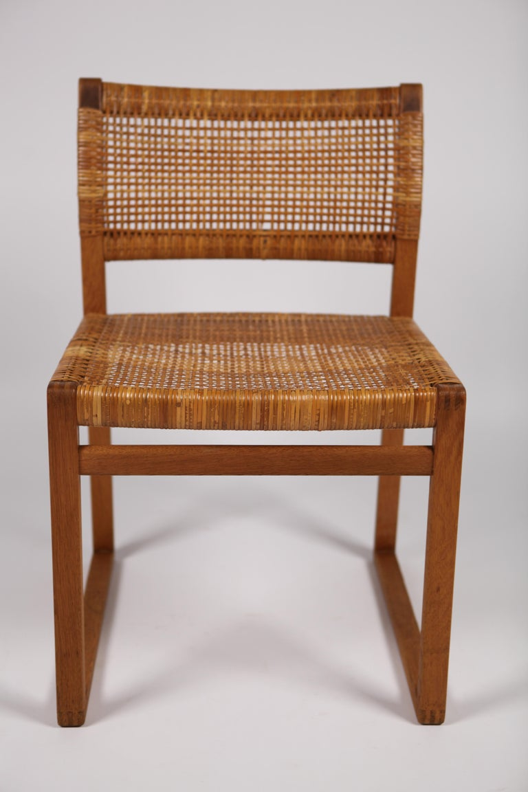 Børge Mogensen, Dining Chairs in Oak and Woven Cane, Denmark, 1957 For Sale 4