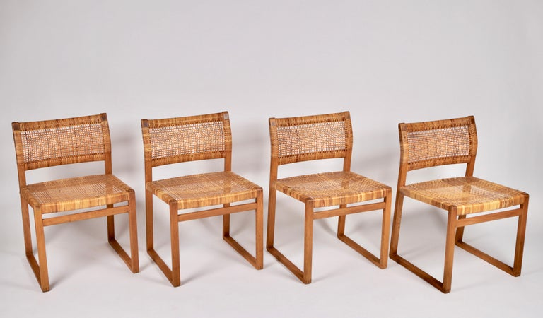 A set of 4 Børge Mogensen dining chairs BM 61 and in solid oak and woven cane from 1957. Manufactured by Frederica Stolefabrik in Denmark.