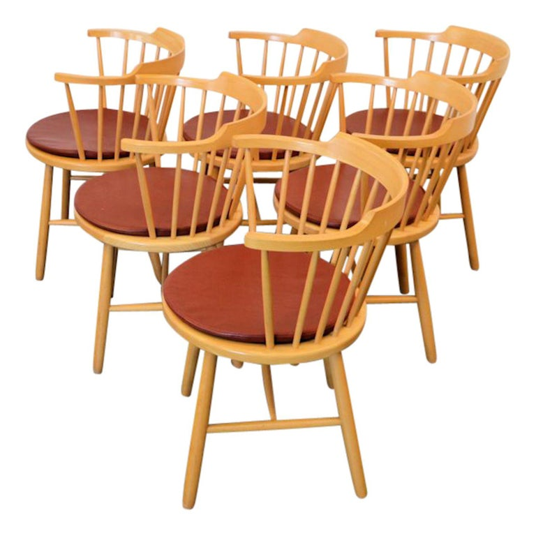 Set of six vintage Danish design dining chairs designed by worldwide known and appreciated furniture designer Børge Mogensen for manufacturer Fredericia. Mogensen was one of the most important among a generation of furniture designers who made the
