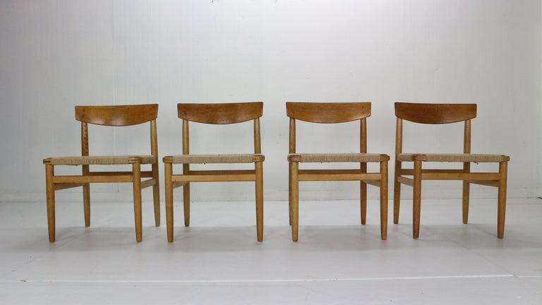 Scandinavian Modern period set of 4 dining room chairs designed by Børge Mogensen for the Øresund series, 1950s. Produced by Karl Andersson & Söner in Sweden. Model no.- 537. The design was inspired by the American Shaker furniture.  Solid oak
