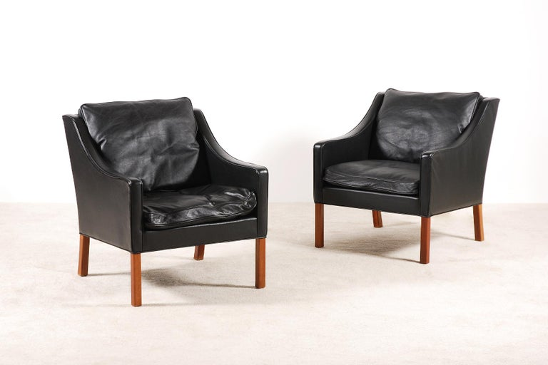 Pair of black leather armchairs designed by Børge Mogensen in 1963. Model 2207 manufactured by Fredericia Furniture. Teak feet and black leather. Very good condition.