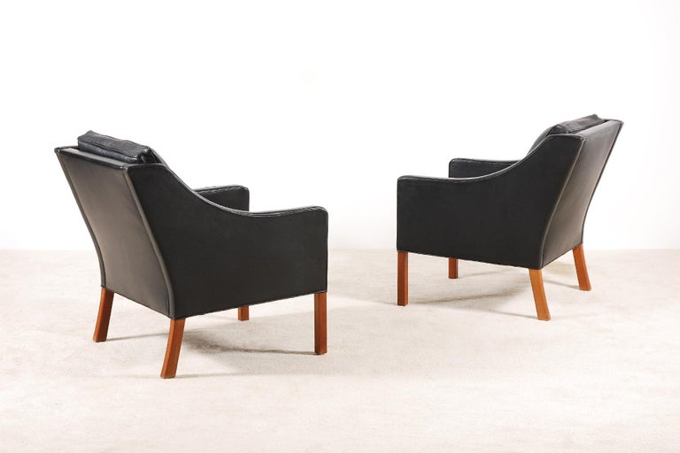 Scandinavian Modern Børge Mogensen, Pair of Black Leather Armchairs Model 2207 for Fredericia For Sale