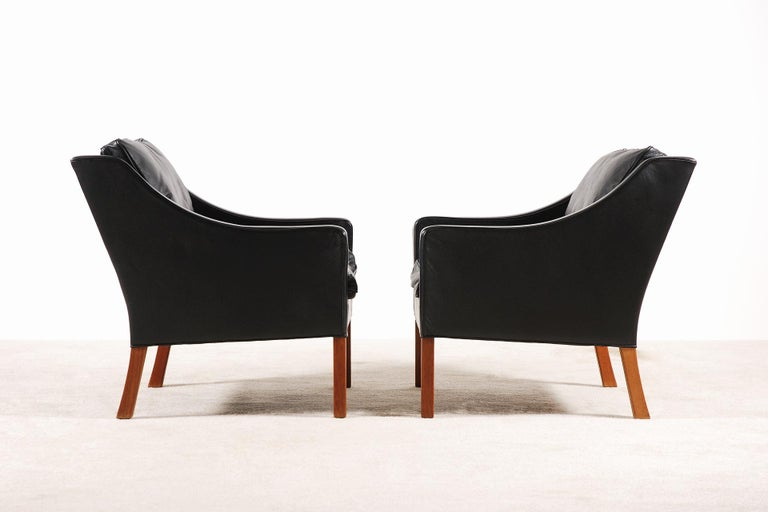 Danish Børge Mogensen, Pair of Black Leather Armchairs Model 2207 for Fredericia For Sale