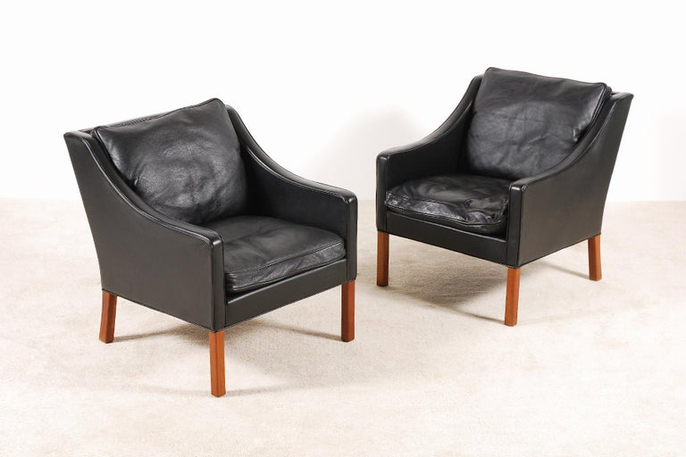 Børge Mogensen, Pair of Black Leather Armchairs Model 2207 for Fredericia In Good Condition For Sale In Paris, FR