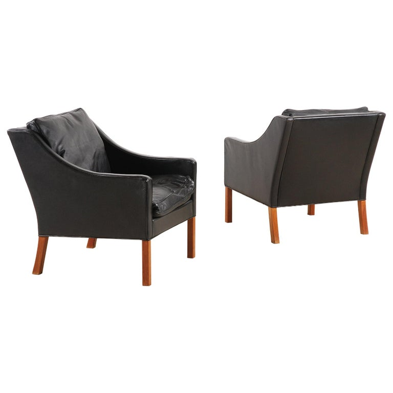 Børge Mogensen, Pair of Black Leather Armchairs Model 2207 for Fredericia For Sale