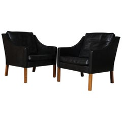 Børge Mogensen Pair of Lounge Chairs in Original Black Leather, Model 2207