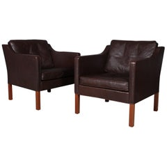 Børge Mogensen Pair of Lounge Chairs, Model 2421, Dark Brown Original Leather