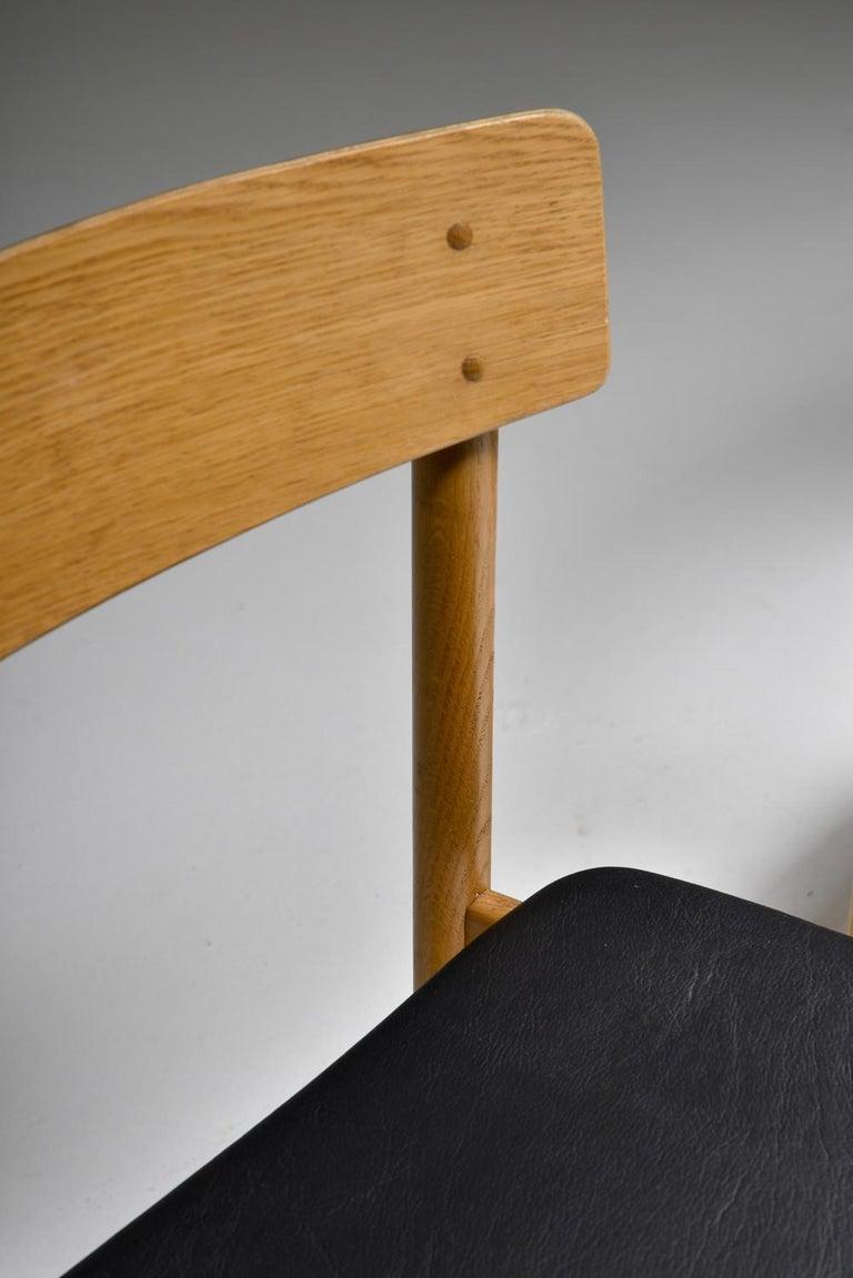 Børge Mogensen Scandinavian Modern Dining Chairs in Oak For Sale 1