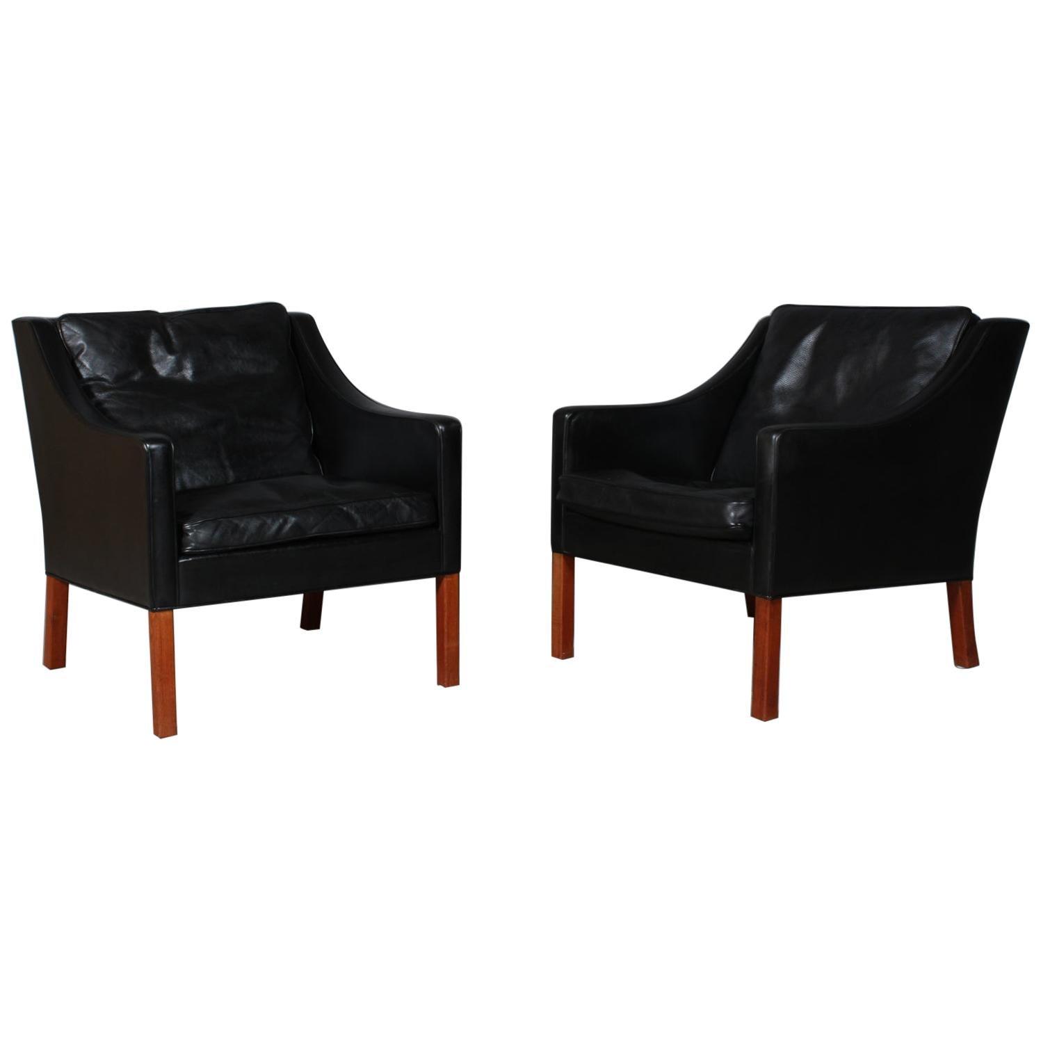 Model 2207 Lounge Chair
