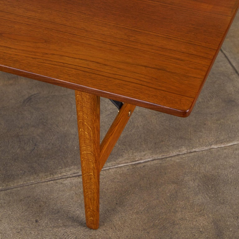 Børge Mogensen Teak and Oak Coffee Table for Fredericia Stolefabrik In Excellent Condition For Sale In Los Angeles, CA
