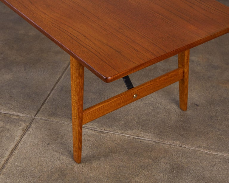 Mid-20th Century Børge Mogensen Teak and Oak Coffee Table for Fredericia Stolefabrik For Sale