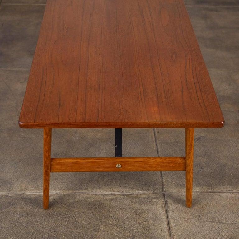 Børge Mogensen Teak and Oak Coffee Table for Fredericia Stolefabrik For Sale 1