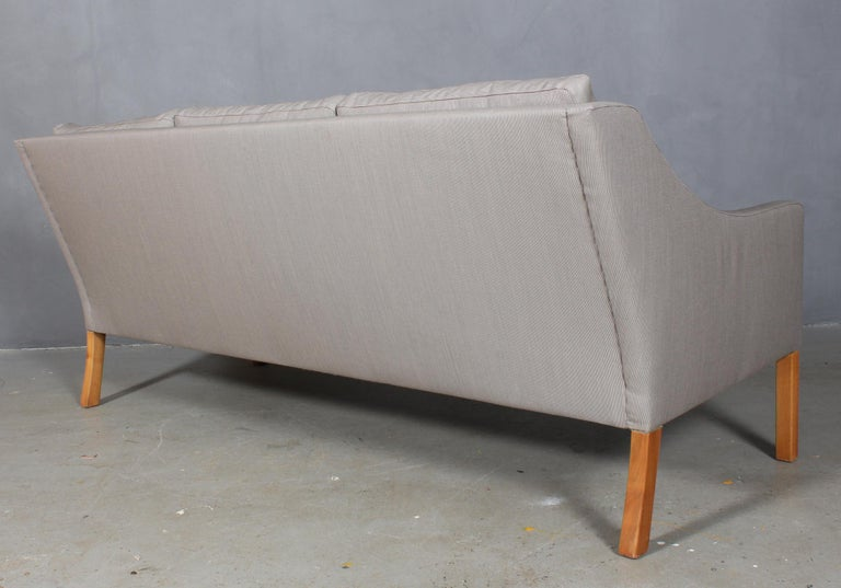 Børge Mogensen three-seat sofa upholstered With Fuse fabric designed by Raf Simons made by Kvadrat.  Legs of mahogany.  Model 2209, made by Fredericia Furniture.