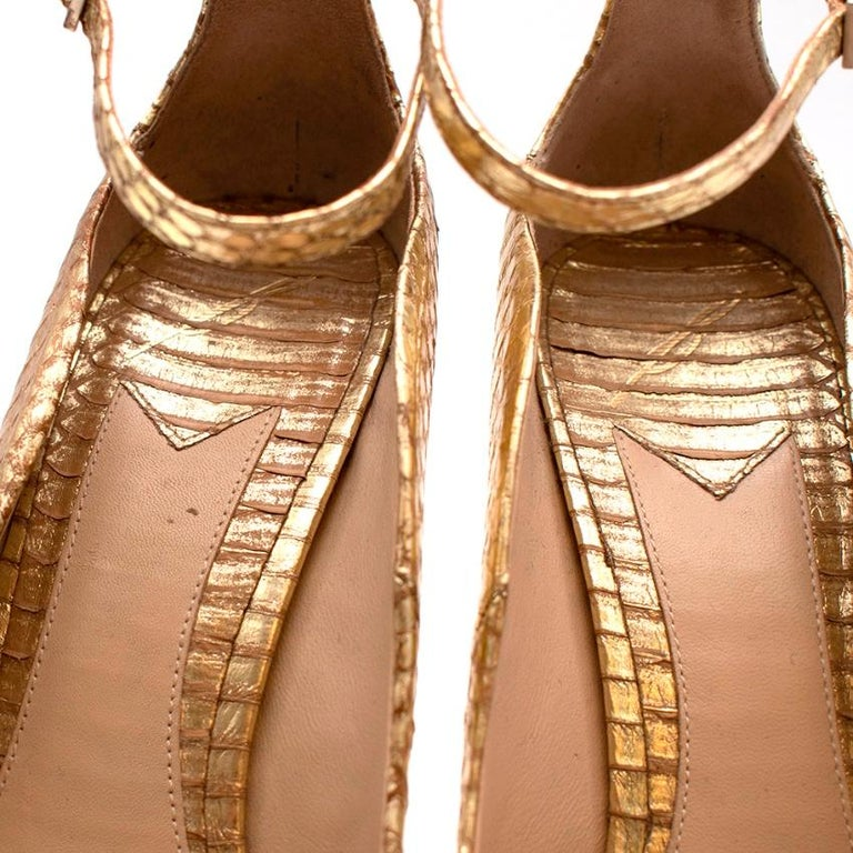 Brian Atwood Gold Snakeskin Embossed Open Toe Sandals - Size 41 In Excellent Condition For Sale In London, GB